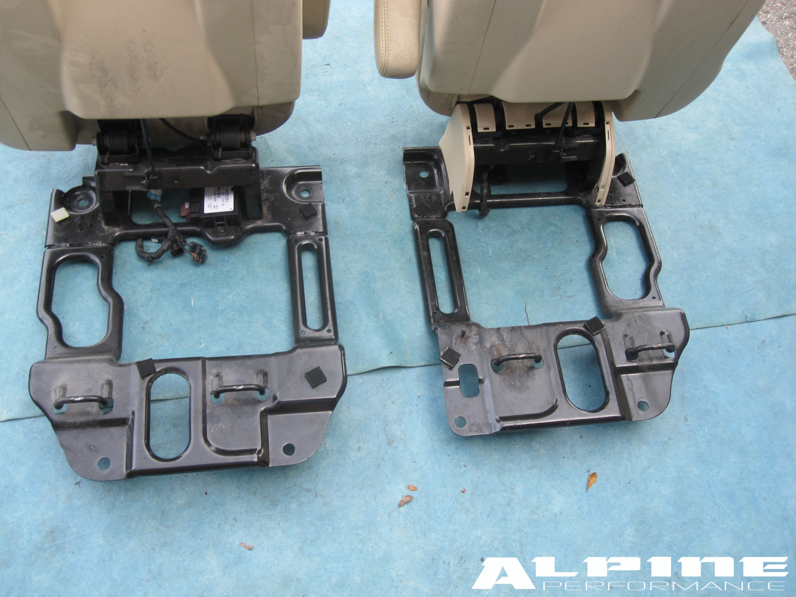 Origianal CADILLAC ESCALADE CHEVY TAHOE SECOND 2ND 2 ROW CAPTAIN SEATS SEAT - OEM parts