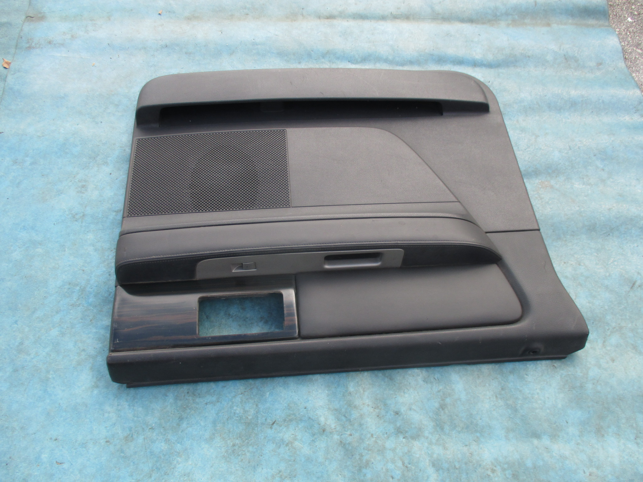 Origianal lincoln navigator l left rear door panel oem parts for 01561 left rear door