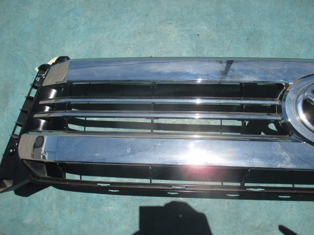 Origianal Toyota Tundra front chrome radiator grille - OEM parts